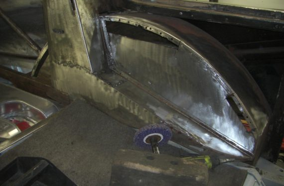 Aston Martin DB2/4 rust rectification