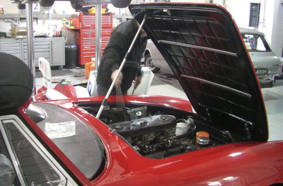 Ferrari-275-GTS-at-LCA-engine