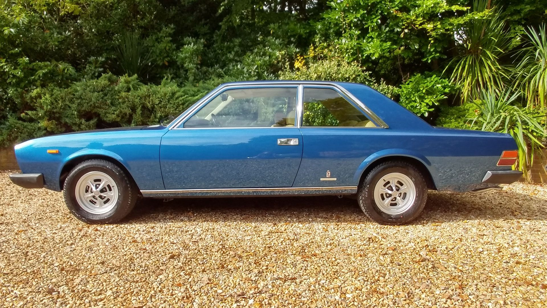 1977 fiat 130 coupe for sale in london 24 995 gpb lca. Black Bedroom Furniture Sets. Home Design Ideas