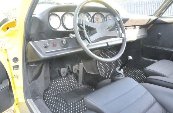 1973 Porsche inside